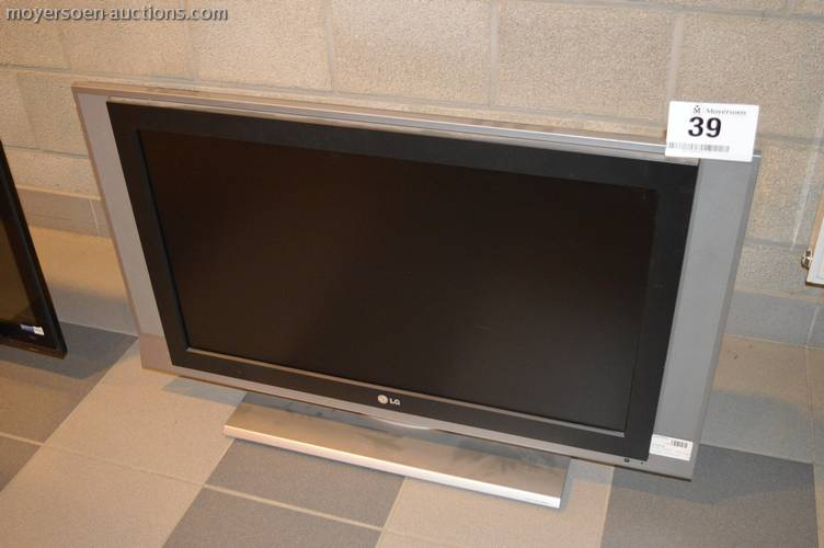 22 '' flat screen TV LG 32LC3R, without remote