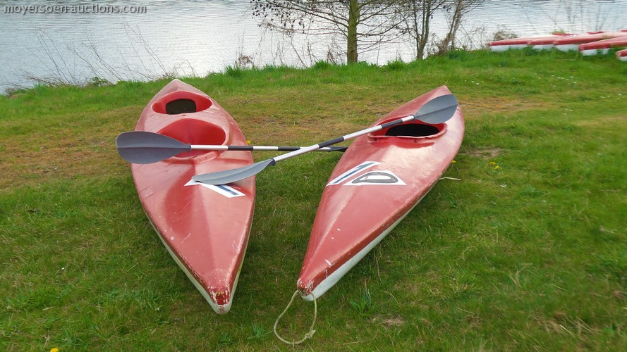 12 kayaks for 1 person, color: red and white, w