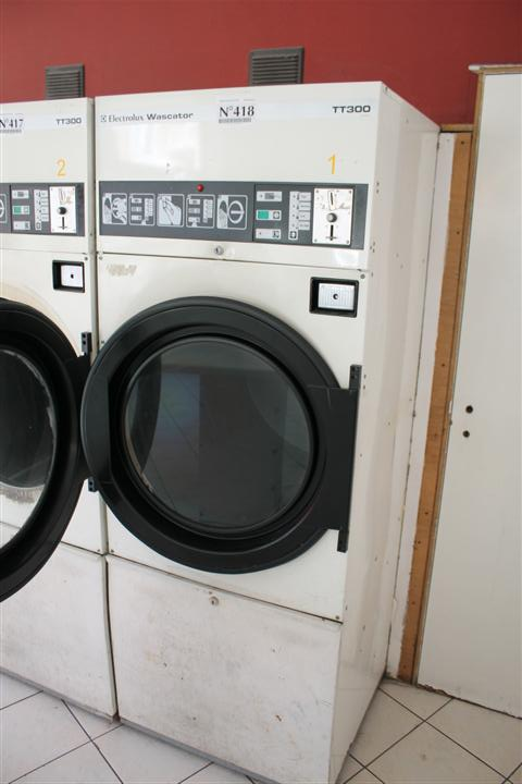 1 dryer ELECTROLUX WASCATOR TT300, with coin slot
